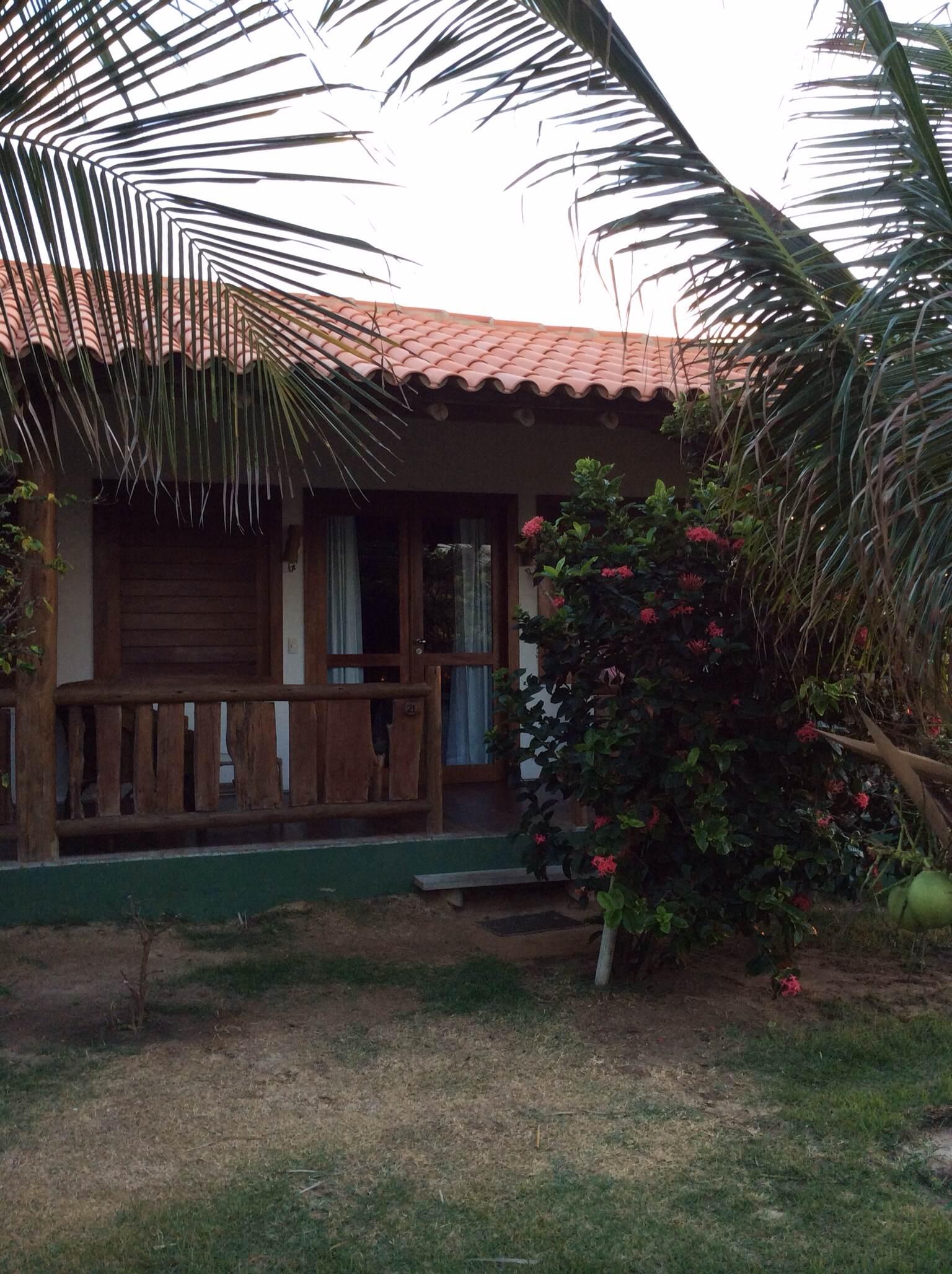 Bangalô escolhido por nós, de frente para o jardim e piscina.